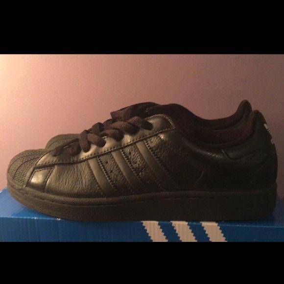 le adidas mens nero superstar - 8 poshmark sz
